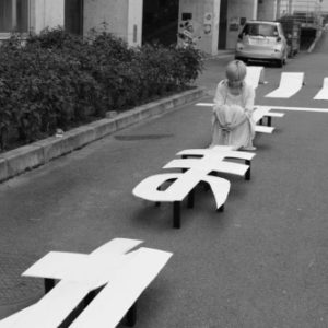 横断歩道の椅子